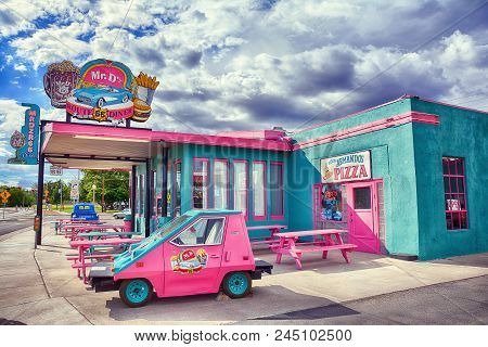Kingman, Arizona - July 24, 2017 : Mr. Dz Route 66 Diner In Kingman Located On Historic Route 66.