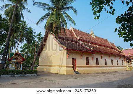 Vientiane, Laos - April 22, 2012: Exterior Of The Wat Ong Teu Mahavihan (temple Of Heavy Baddha) In
