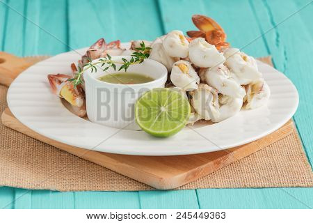 Steamed Crab Meat Prepared For Ready To Eat. Fresh Crab Meat Served With Thai Style Spicy Dipping Sa