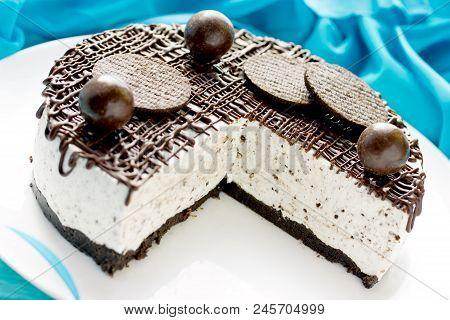 Chocolate Cookies Cheesecake, Ice Cream Cake Decorated With Chocolate