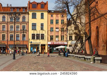 Torun, Poland - 05 April, 2014: Streets Of Old Town In Torun. The Medieval Old Town Is A Unesco Worl