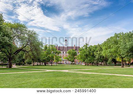 Davenport Hall  And Main Quad At University Of Illinois At Urbana–champaign