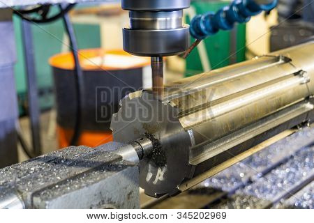 Production Of A Spline Shaft On A Cnc Milling Machine With A Quick Cutting Rapid Milling Cutter