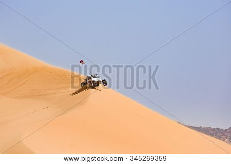 Kanab, Ut, Usa - May 25, 2012. Dune Buggy Racing At Coral Pink Sand Dunes State Park In Utah, Usa