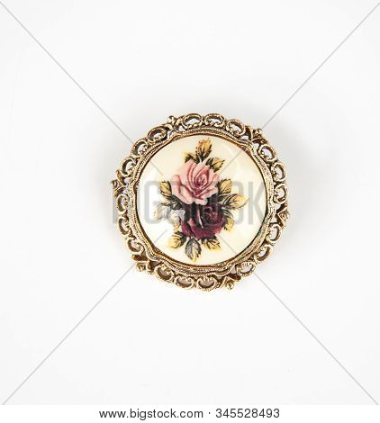 Jewelry Vintage Brooch With Roses And Gold Ornate Design Around The Edges Of This Antique Pin Isolat