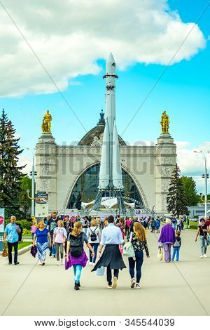 City The Moscow .vvc Industrial Square, The Cosmos Pavilion-built In 1939 And Reconstructed In 1954
