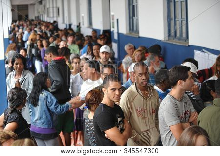 Long Queues In The Halls