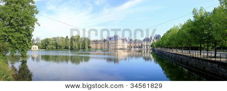 Château de Fontainebleau in France and it's lake