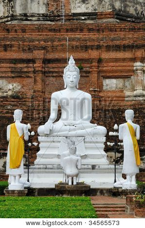 Buddha and monk in Wat Yai Chai Mongkol