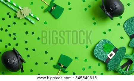 St Patricks Day Frame Of Leprechaun Hats, Pots Of Gold, Drinking Straws, Patricks Day Glasses On Gre