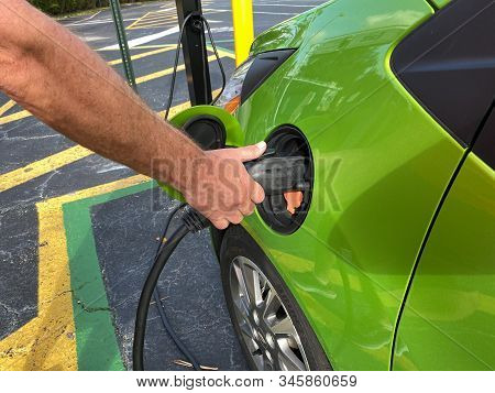 Orlando,fl/usa-1/17/20: An Electric Vehicle Charging At A Free Public Charging Station.