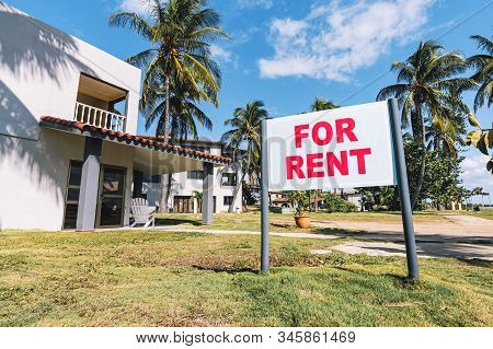 House For Rent. White Plate With The Inscription. Announcement Of Rooms For Rent In A Resort On The