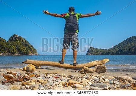 Tela, Honduras »; January 2020: A Young Man On The Beach Of Puerto Caribe In Punta De Sal In The Car