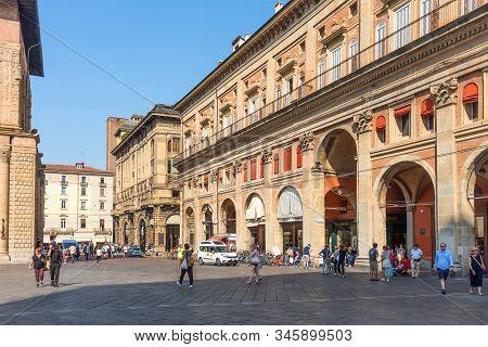 Bologna, Italy - Septenber 17, 2019: Piazza Maggiore With Palazzo Dei Banchi In Bologna, Italy. Rena