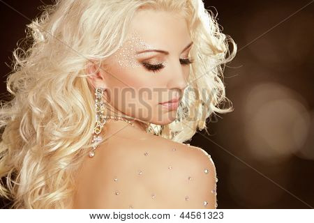 Beauty Girl With Blond Curly Hair. Fashion Art Woman Portrait