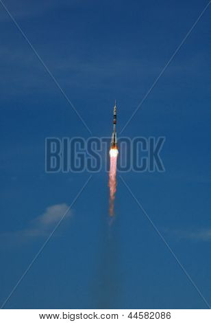 Soyuz Tma-15 Spacecraft Launch