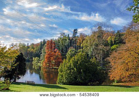 Stourhead lake in the autumn