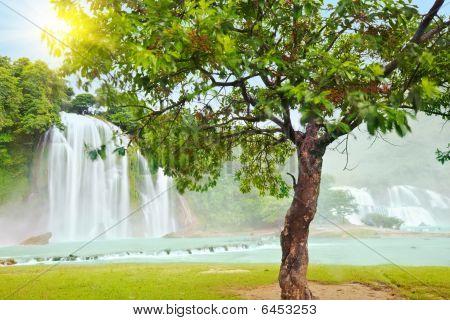 Detian And Ban Gioc Waterfall