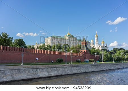 he Moscow Kremlin and Moscow river. Kremlin embankment in Moscow poster