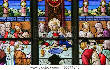 Jesus At Last Supper On Maundy Thursday - Stained Glass In Mechelen Cathedral