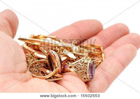 Ornamenti d'oro in una mano