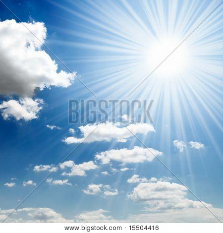 蓝色的天空的太阳
