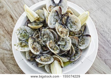 garlic white wine steamed fresh clams seafood tapas simple snack ameijoas bulhao pato portuguese style