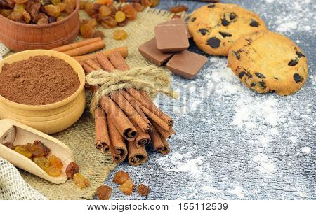 Sticks of fragrant cinnamon raisins Kako chocolate flour. Holiday chores. Homemade baking. Christmas. Aromas holiday. Home comfort. Traditions. Close-up. Natural products. Rural atmosphere.