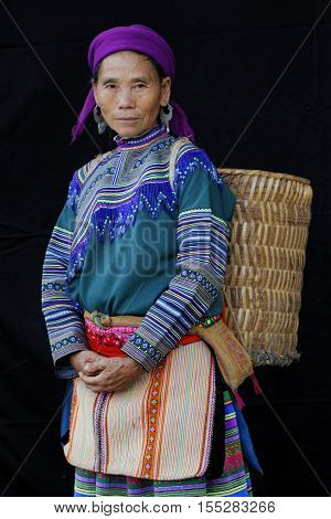 Sin Cheng, Vietnam, October 26, 2016 : Woman With A Bag In Front Of A Black Sheet. Hmong Women Of No