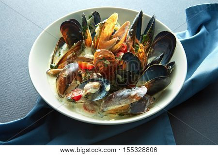 steamed mussels ready to eat