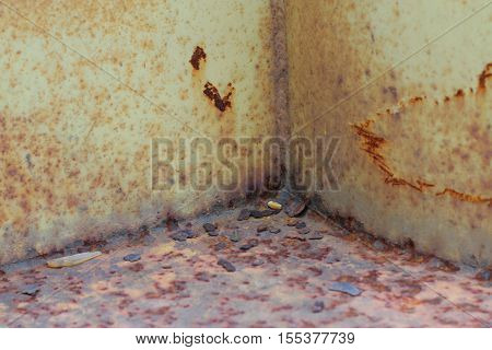 rust between the welding of steel plate