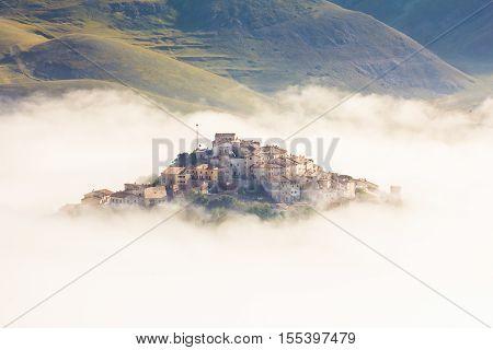 Castelluccio di Norcia: enchanted village on the italian apennines