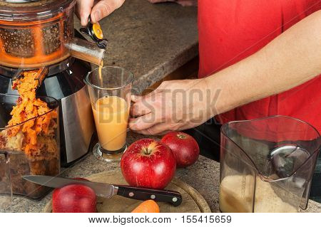 Domestic production of fresh apple juice. Fruit processing. Production of fruit drinks. Healthy lifestyle.