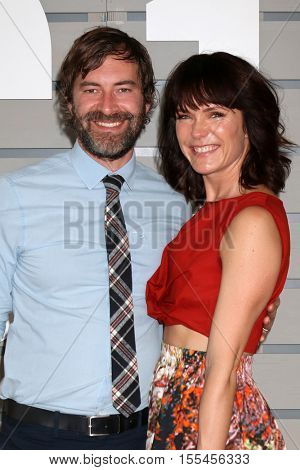 LOS ANGELES - NOV 5:  Mark Duplass, Katie Aselton at the 33rd Breeder's Cup World Championship at the Santa Anita Park on November 5, 2016 in Arcadia, CA
