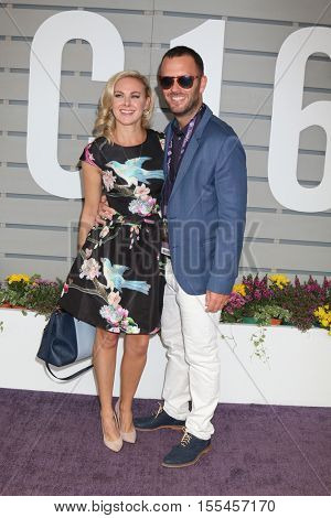 LOS ANGELES - NOV 5:  Laura Bell Bundy, guest at the 33rd Breeder's Cup World Championship at the Santa Anita Park on November 5, 2016 in Arcadia, CA
