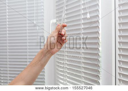 Adjustments room lighting range through the blinds