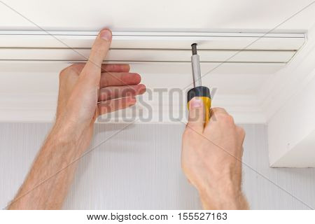 Setting a new white cornice for curtains