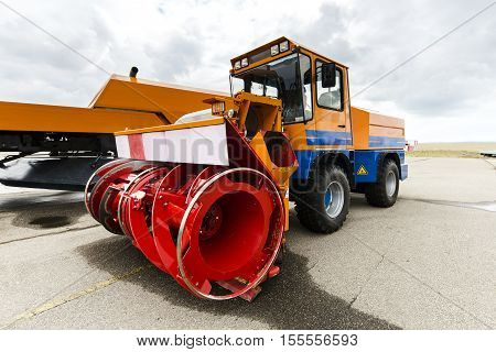 snowplow machine vehicle for removing the snow