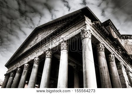 Black and white photo of the Pantheon in Rome Italy.