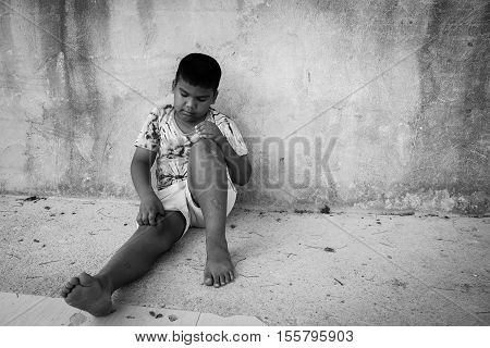 Little boy scratching the blisters scab on legfocus leg