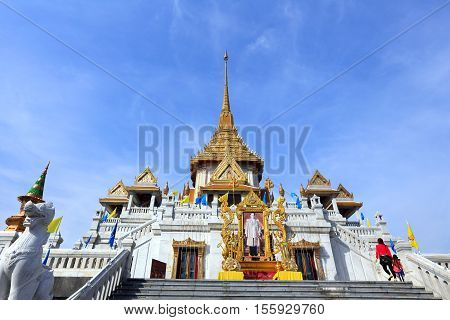 Bangkok, Thailand - December 15, 2014: Wat Traimit, Famous For Its Gigantic, Three-meters Tall And 5
