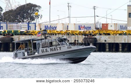 Oakland, Ca - March 09, 2018: U.s. Navy Cutter In The Middle Harbor Heading Towards Alameda Coast Gu