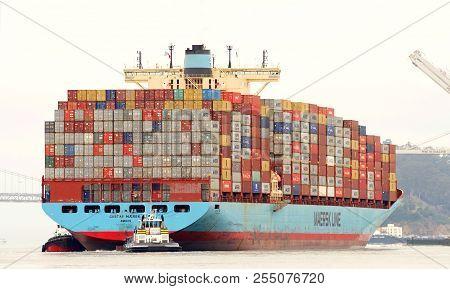 Oakland, Ca - July 31, 2018: Cargo Ship Gustav Maersk Maneuvering Into The Port Of Oakland. Maerskh