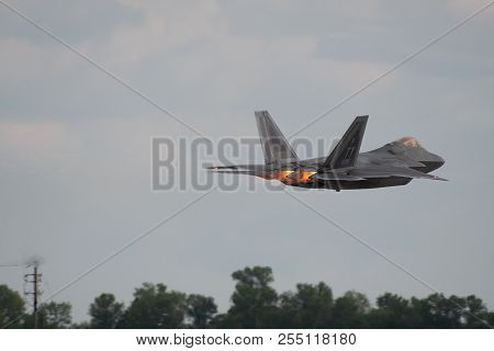 Oshkosh, Wi - 28 July 2018:  A F-22 From The United States Air Force Takes Off With Full Afterburner
