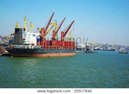 Vessel loading, ship at sea