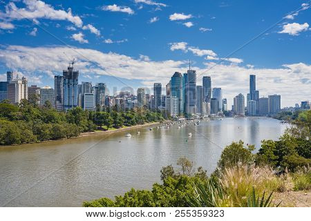 Brisbane, Australia - Sep 25, 2016: View Of Brisbane City Skyline And Brisbane River In Daytime