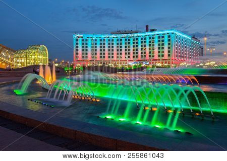 Moscow, Russia - August 29, 2018: Radisson Blu Slavyanskaya Hotel And The Rape Of Europe Fountain In