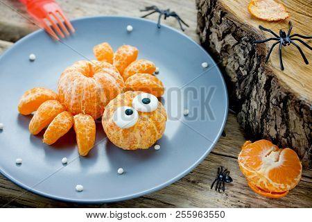 Mandarin Spider, Fun Food Art Idea For Kids, Healthy Snack For Halloween