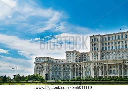Palace Of Parliament In Bucharest City, Romania. Romanian Government Administrative Architecture, Le
