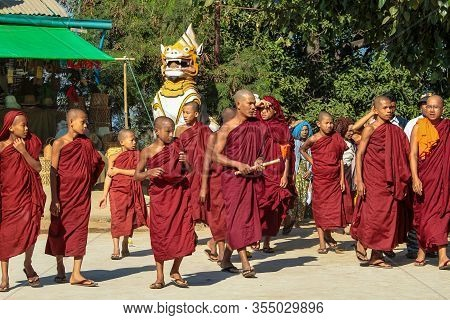 Bagan, Myanmar - Nov 14, 2019: Burmese Monks In The Golden Shwezigon Pagoda Or Shwezigon Paya In Bag